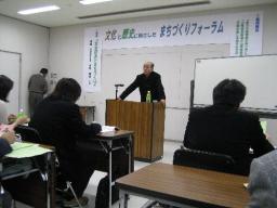 大勢の市民に文化政策について語る中川教授