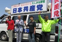 市谷さん(左から2人目)と県議・市議の参加者