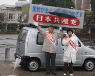 錦織県議とともに訴える岩永さん(左)