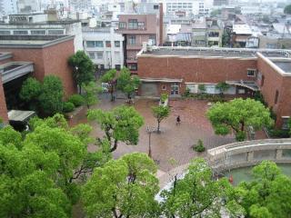美術館(左)・図書館(右)エリア