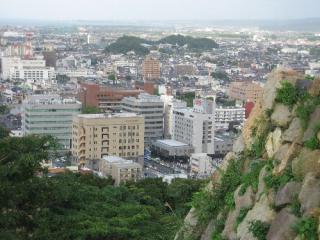 本丸跡の山頂から眺めた米子市街
