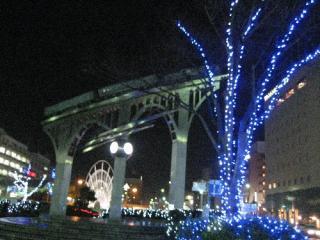 駅前広場を彩るイルミネーション