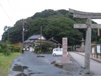 粟嶋神社の森、15日午前6時前