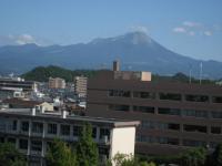 市役所窓から望む大山、17日午後