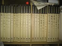 棚に並んだスクラップブック