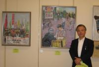 佐々木康子さんの作品とともに記念写真