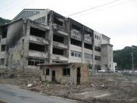 焼け爛れた小学校校舎
