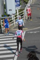 マラソンに挑む選手たち(党事務所前で)
